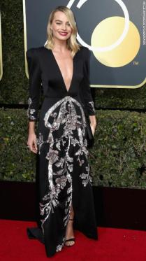 BEVERLY HILLS, CA - JANUARY 07: Margot Robbie attends The 75th Annual Golden Globe Awards at The Beverly Hilton Hotel on January 7, 2018 in Beverly Hills, California. (Photo by Frederick M. Brown/Getty Images)