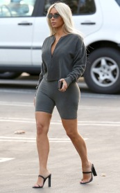 EXCLUSIVE: Kim Kardashian shows off another 8 amazing fashion looks while on a photo shoot in Los Angeles, Kim was also seen making trips to Kanye West's offices. Ref: SPL1630690 301117 EXCLUSIVE Picture by: Splash News Splash News and Pictures Los Angeles:310-821-2666 New York:212-619-2666 London:870-934-2666 photodesk@splashnews.com